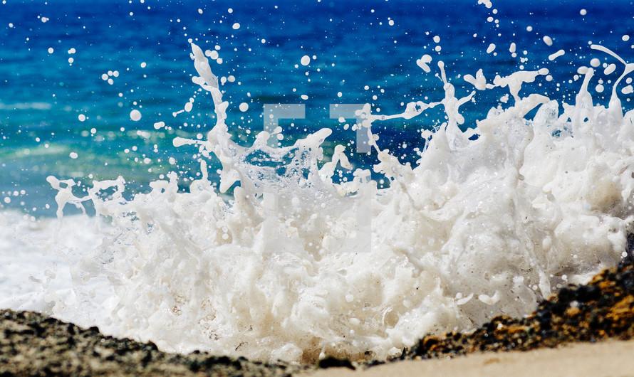 sea crashing into the shore