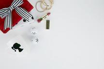 mug, gifts, lipstick, bracelets, makeup, presents, ornaments, Christmas, red, gold, black, white, diva, bells