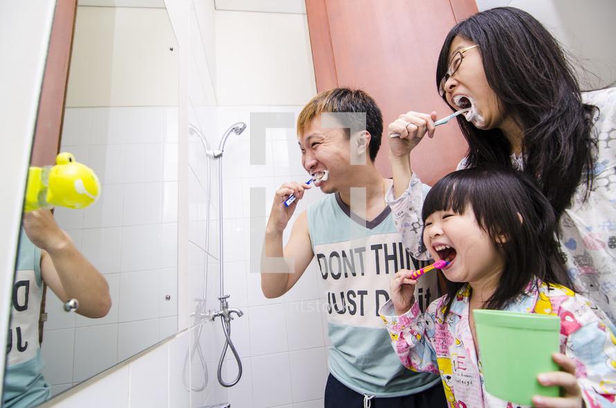 children brushing their teeth