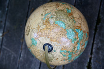 globe and wood boards