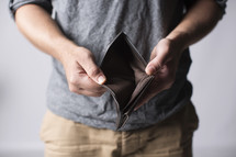 man showing his empty wallet.