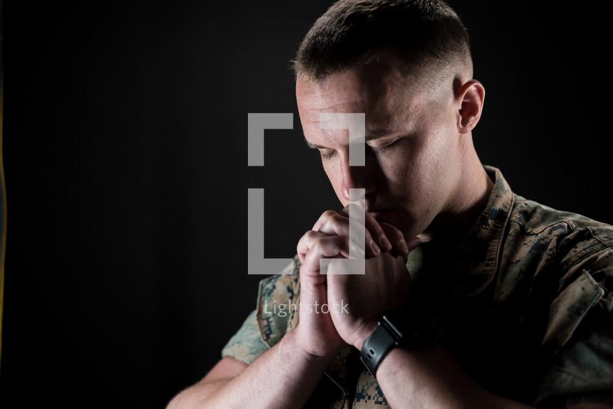 praying solider