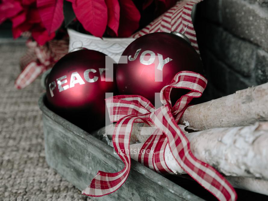 An arrangement of Christmas decorations.