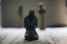 Figurines of three wisemen bearing gifts.