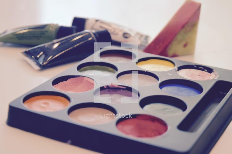 face paint pallet and sponges