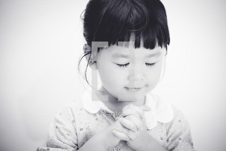 a praying little girl