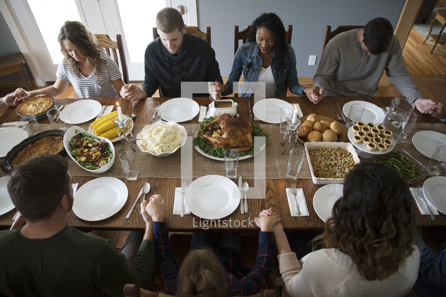 prayers around the table at Thanksgiving