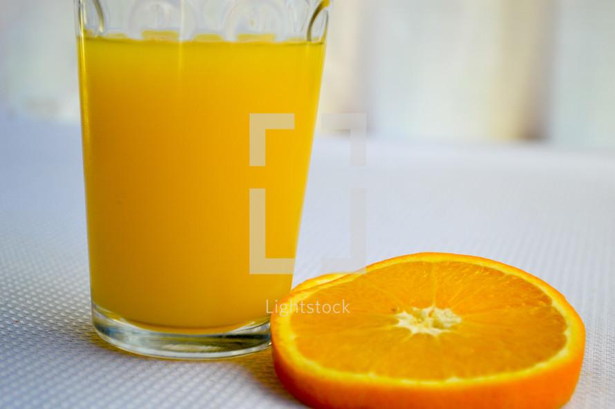 orange juice and orange slice