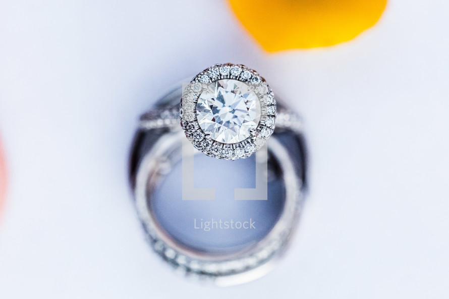 Bridal wedding ring large round circle solitaire