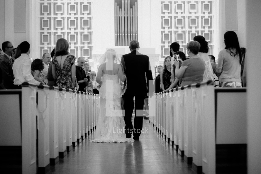 father walking his bride daughter down the aisle