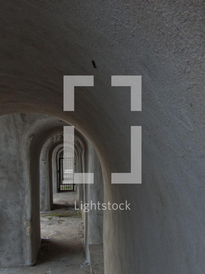 Tunnel door gate
