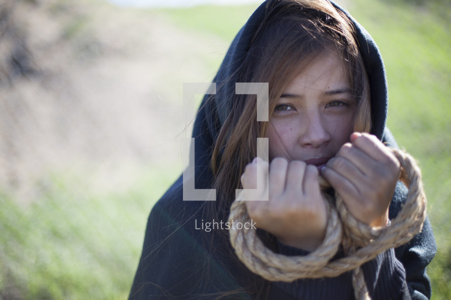 Woman dressed in Jewish garb, holding rope