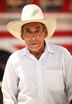 Elderly man with cowboy hat