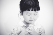 a praying little girl