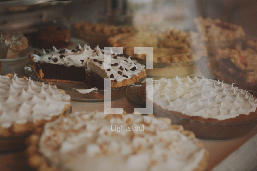 table of pies