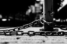 chain around a pole