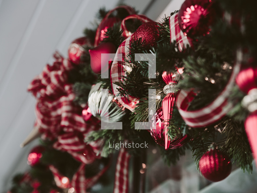 A red and white Christmas garland.