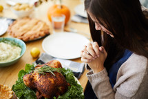 praying before thanksgiving dinner
