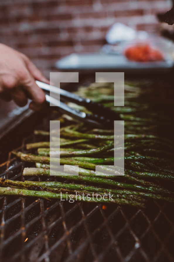 cooking asparagus on the grill
