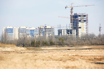 construction cranes on city buildings