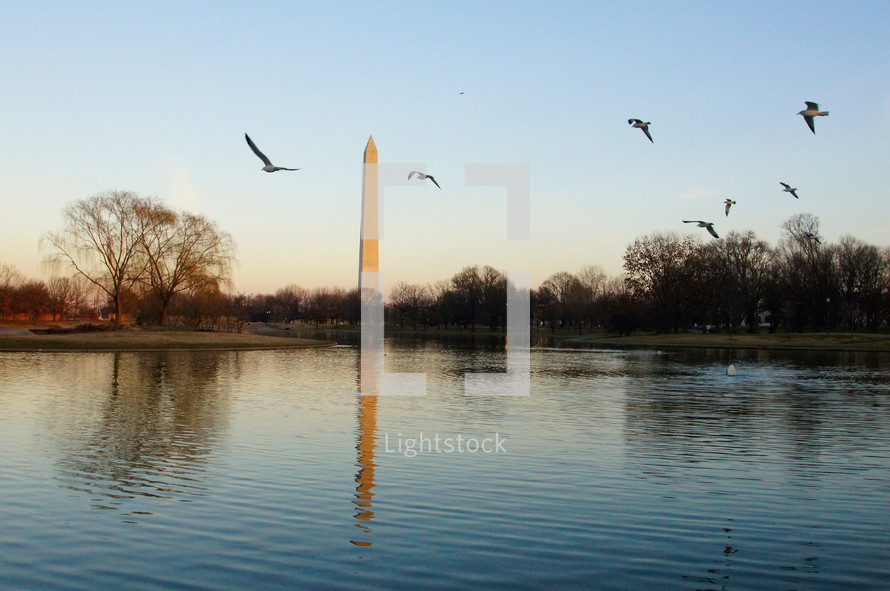 The Washington Monument reflected in water
