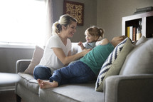 children sitting on the couch with mom