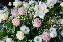roses and lilies flower arrangement