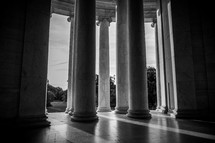 columns at the Lincoln Memorial