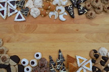Different shapes and sizes of Christmas cookies lining a table.