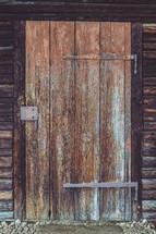 hinge on a wood door