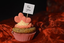 Cupcake for my sweetheart with a sign saying: FOR YOU