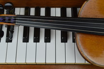 a violin on a piano