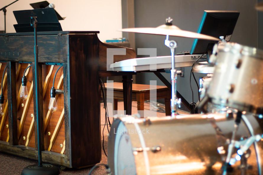 paino and drum set