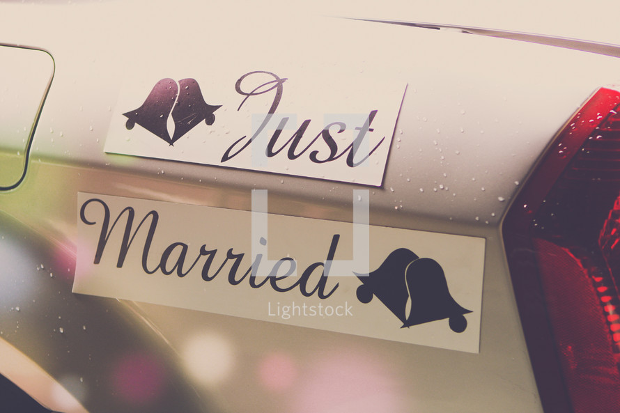 Just Married sign on car