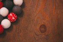 knit ball Christmas tree garland