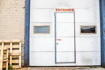 Entrance pull