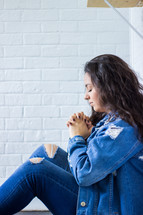 teen girl praying