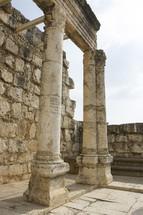 columns in ruins in Jerusalem