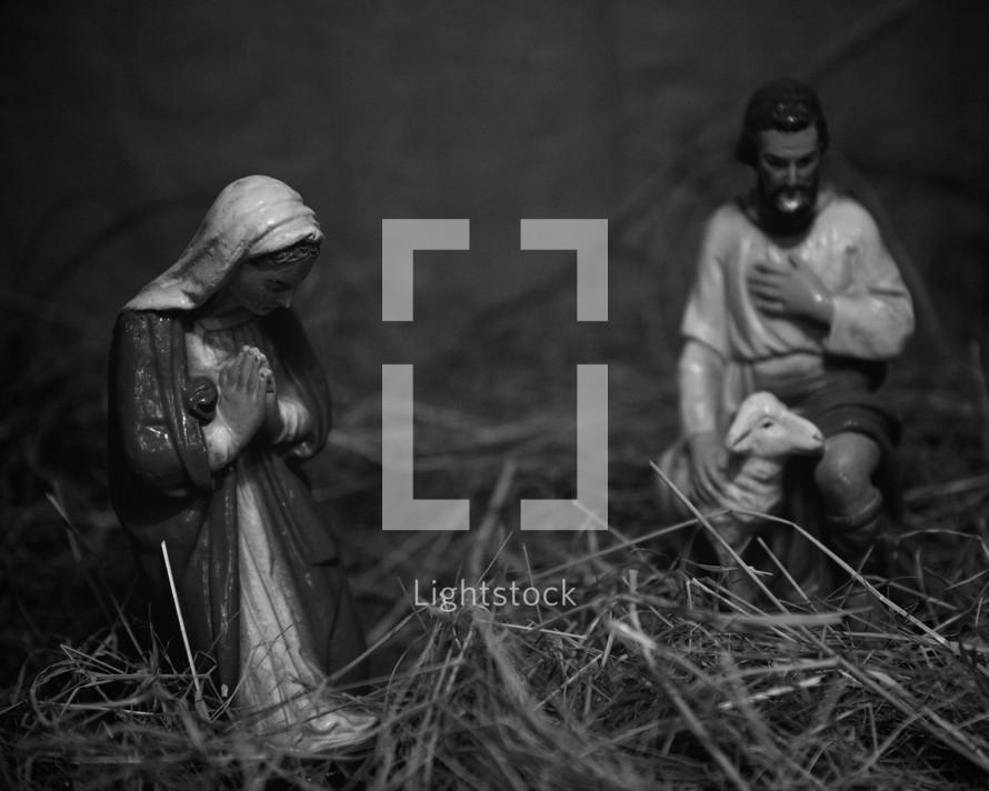 Nativity scene figurines in straw