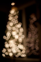 bokeh white lights on a Christmas tree