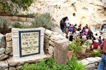 The crowd to see the Empty Tomb