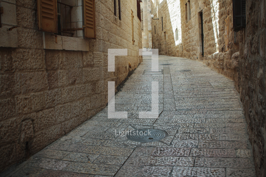 narrow streets in Jerusalem