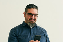 a man reacting to something he read on his cellphone screen