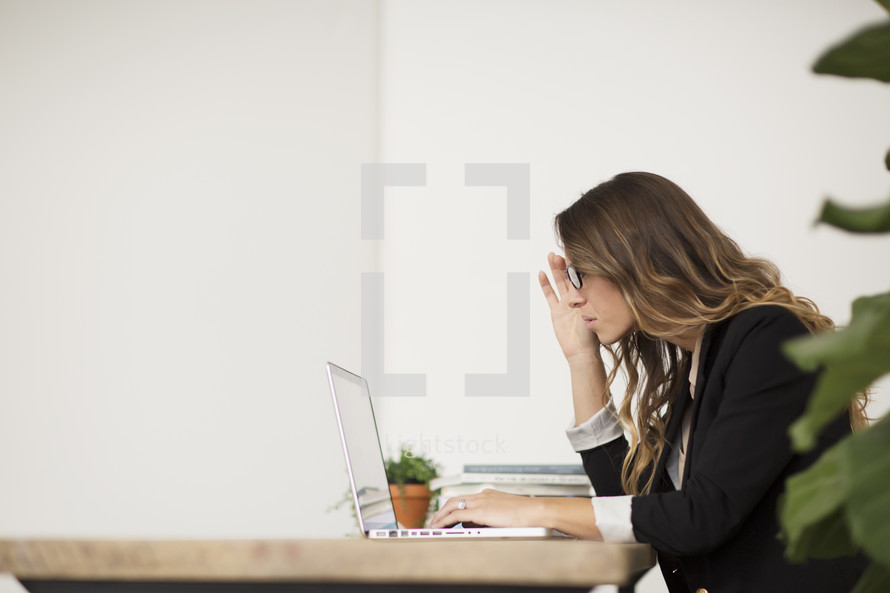 a business woman working at her desk using a laptop