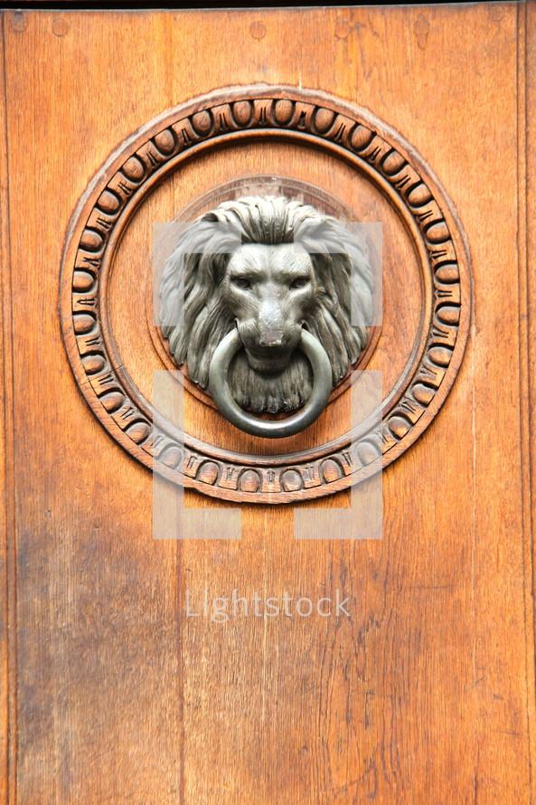 A lion's head door knocker.