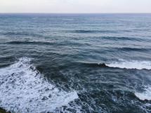 waves in the ocean, Polulu Valley
