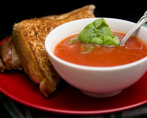 grill cheese sandwich and tomato soup