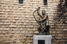 statue playing a harp in Jerusalem