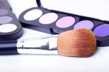eye shadows and makeup brush
