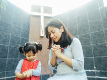 praying mother and child